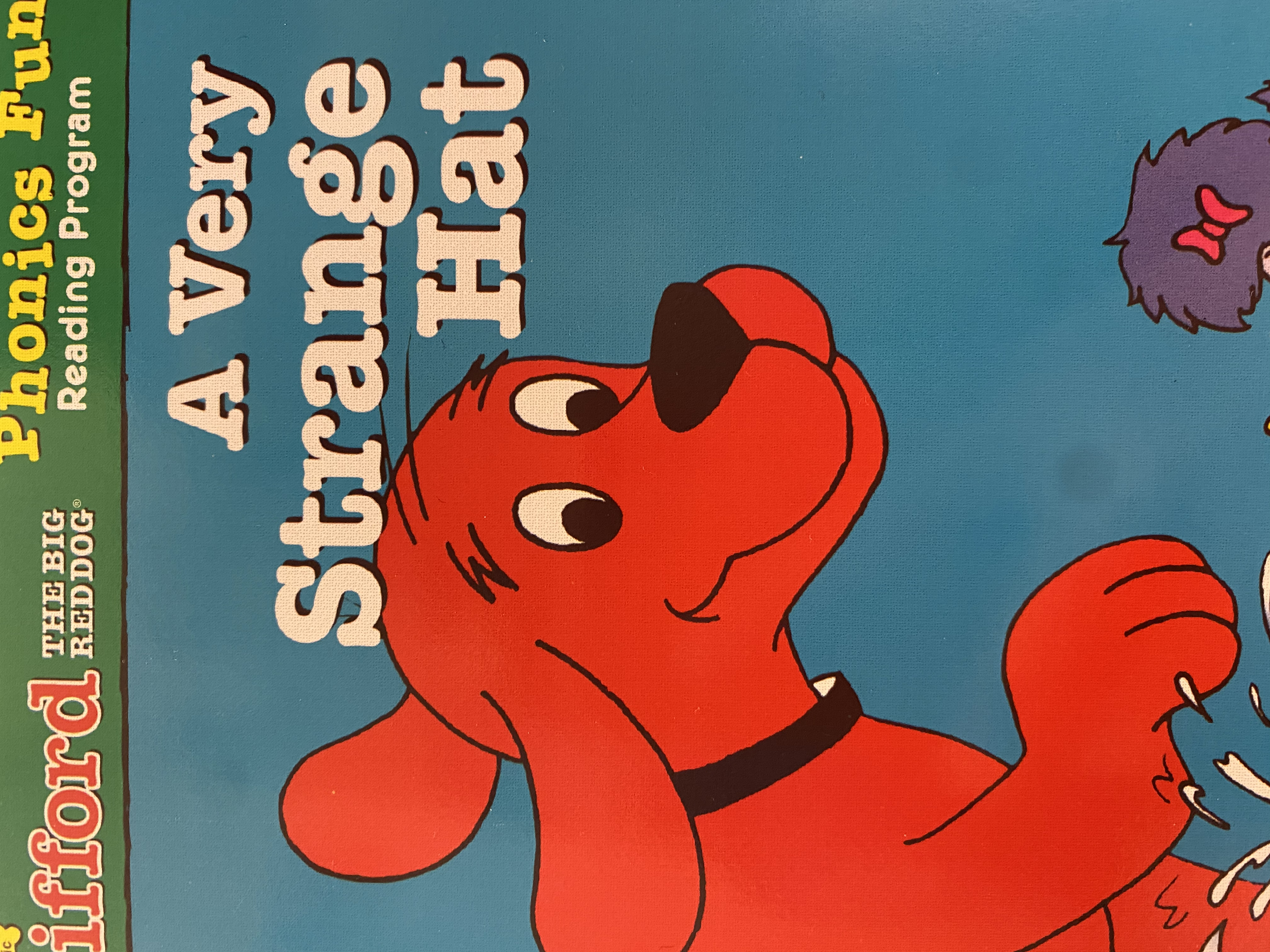 S3-036/ a very strange hat/ Clifford the big red dog/ pack 4