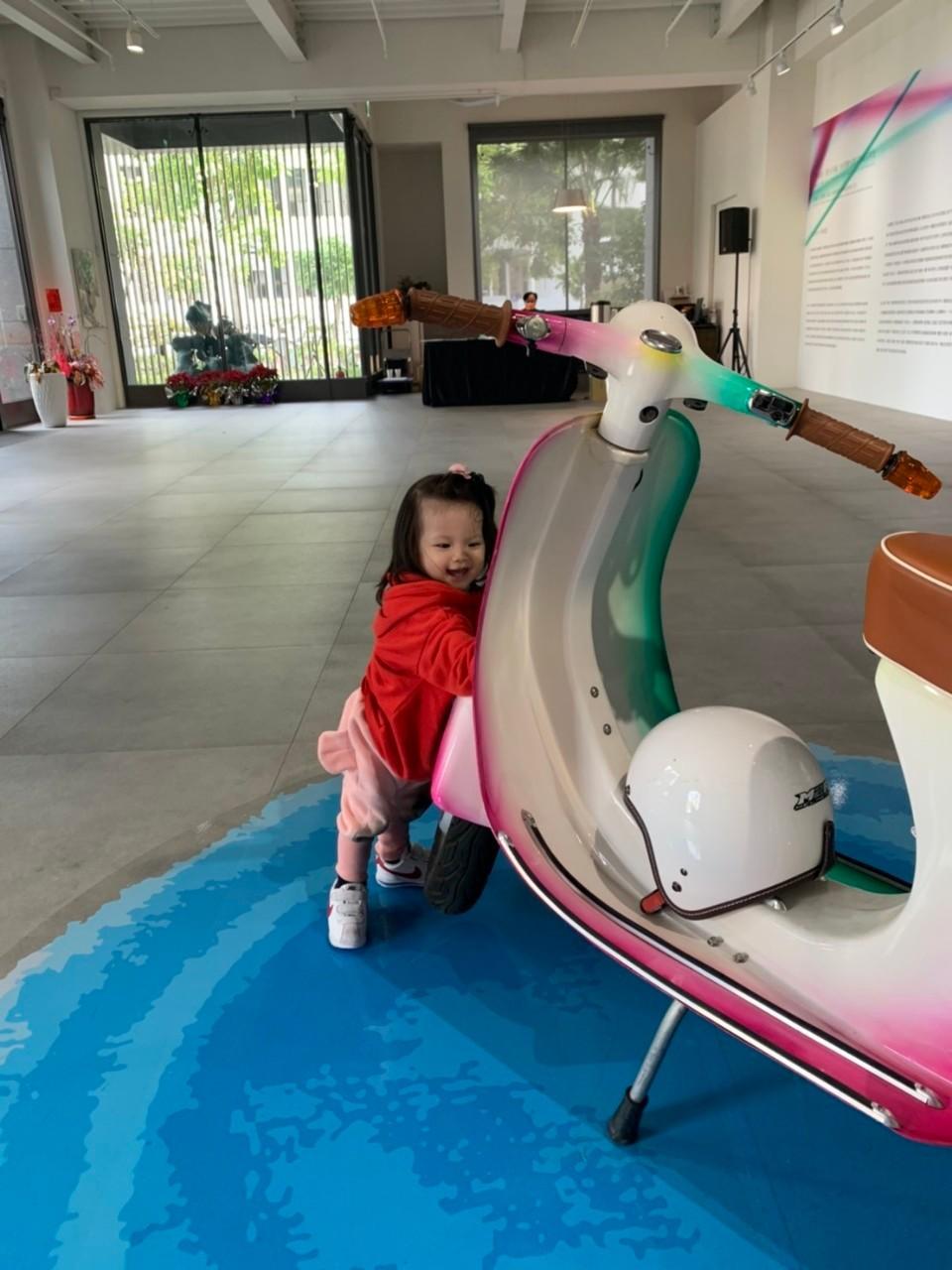 旅喵寶貝 感受時髦外公時代經典摩托車!